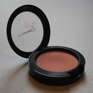 "Mac ""Peaches"" Sheertone Blush ( Used )"